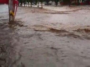Jequié: Chuva e ventania causam transtornos e vias ficam alagadas