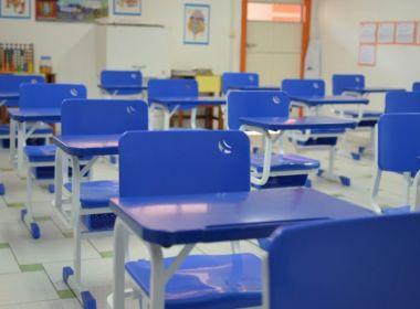 Itapetinga: Ex-prefeito é multado por qualidade ruim de cadeiras escolares