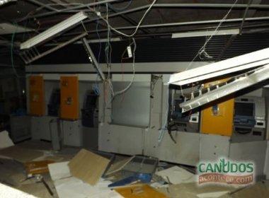 Canudos: Bandidos explodem caixas eletrônicos do Banco do Brasil e do Bradesco
