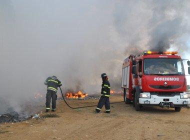 Vitória da Conquista: incêndio destrói galpão de empresa de reciclagem