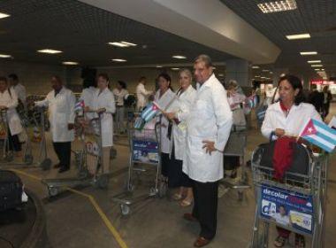 Cinquenta médicos cubanos chegam a Salvador