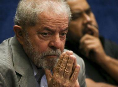 Lula diz a jornalista que não irá se entregar à PF em Curitiba; prazo encerra às 17h