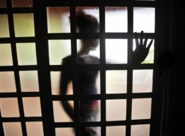 Idoso de 89 anos é preso após abusar do bisneto de 8 anos; criança precisou de cirurgia