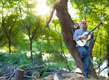 'No Som das Cordas': Baiano une composição musical e trabalho de luthier em disco solo