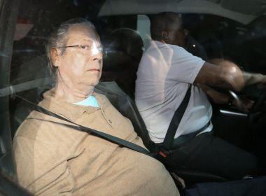 José Dirceu se entrega à Polícia Federal para cumprir pena de 30 anos e 9 meses