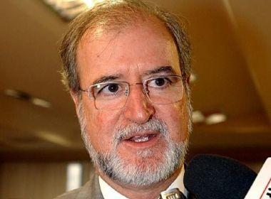 Eduardo Azeredo, ex-governador de Minas Gerais, é considerado foragido pela polícia