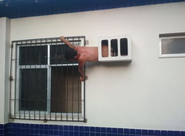 Homem tenta escapar de delegacia no Pará por buraco e fica preso em parede