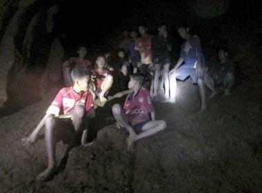 Após 4 salvamentos, equipes resgate encerram atividades por hoje na Tailândia
