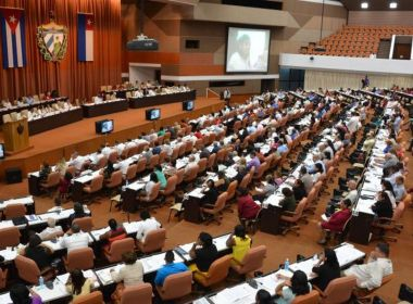 Assembleia de Cuba aprova proposta de reforma constitucional; confira mudanças