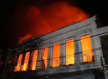 Bombeiros encontram corpo de idoso desaparecido em incêndio na Bx. dos Sapateiros