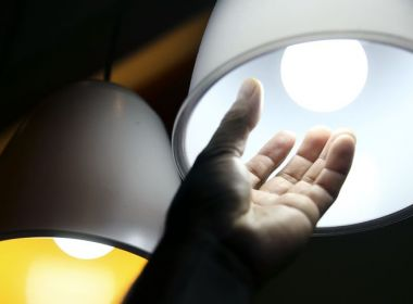 Cobrança extra na conta de luz será mantida em outubro, anuncia Aneel