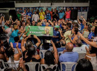 Prefeito de Camaçari estende faixa de Bolsonaro: 'Vamos votar para derrotar o PT'