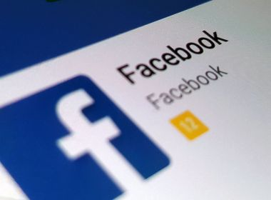 Facebook fica fora do ar e usuários reclamam