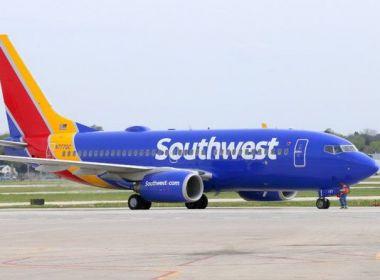 Mãe denuncia funcionário de empresa aérea por zombar de criança de 5 anos chamada Abcde