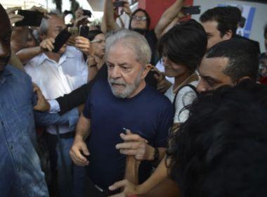 Lula está sendo pressionado a aceitar pedir prisão domiciliar, diz coluna