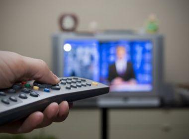 Brasileiros têm deixado TV a cabo para ver filme na internet, aponta IBGE