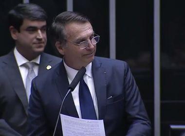 Ao tomar posse como presidente, Bolsonaro fala em reerguer o país e combater ideologias