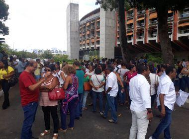 Diretores de colégio fazem ato na Governadoria contra proposta de Rui Costa