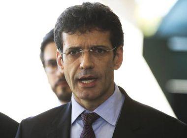 'Volto ao cargo amanhã', diz ministro do Turismo exonerado por Bolsonaro