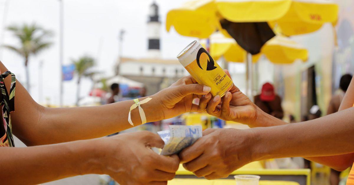 Resultado de imagem para Venda de cerveja no Carnaval tem crescimento de até 20% no setor informal