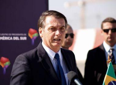 Bolsonaro diz que 'perdoa' Maia por 'situação que ele está vivendo'
