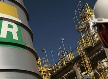 Petrobras completa 17 dias sem reajustar preço da gasolina nas refinarias