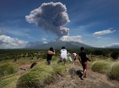 Vulcão entra em erupção pela segunda vez em uma semana na Indonésia