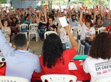 Professores negam ter assinado termo e definem se greve acaba nesta quarta