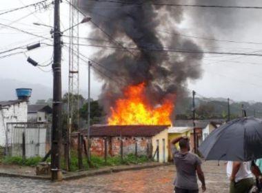 Camacan: casa pega fogo após explosão de botijão de gás