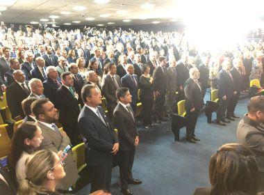Rui Costa e ACM Neto marcam presença na posse de Augusto Aras e ficam lado a lado