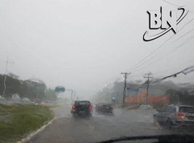 Salvador amanhece com tempo fechado; previsão é de chuva durante todo o dia