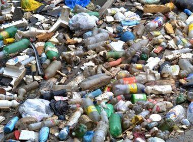 Pesquisa encontra lixo na floresta amazônica e até produtos estrangeiros são achados