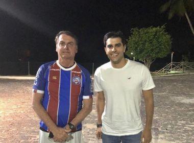 Bolsonaro posa com camisa do Bahia; Alexandre Aleluia foi quem deu presente