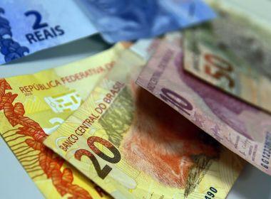 Bolsonaro anuncia aumento de R$ 6 no salário mínimo; novo valor vai ser de R$ 1.045