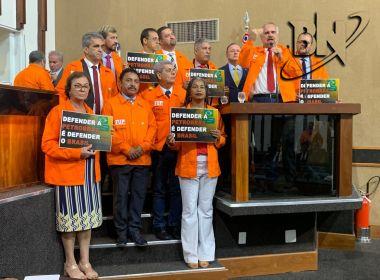 Deputados fazem ato em defesa da greve dos petroleiros no plenário da AL-BA