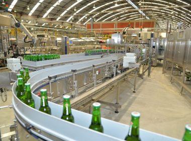 Após decisão judicial, governo da Bahia diz que fábrica da Heineken seguirá operando