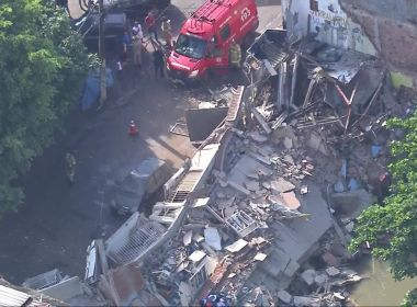 Em meio a fortes chuvas, 4 casas desabam no Rio de Janeiro