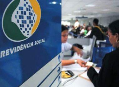 Governo decide antecipar metade do 13º de aposentados e suspender prova de vida do INSS