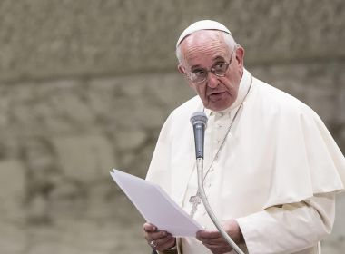 Papa faz novo teste para coronavírus, e resultado dá negativo, diz jornal
