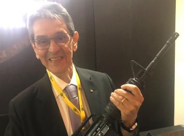 Com metralhadora na mão, Roberto Jefferson pede para Bolsonaro demitir ministros do STF