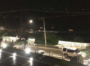 Parte de balaustrada cede na Ladeira da Barra, em Salvador