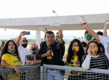 Folha e Globo suspendem cobertura na porta do Alvorada por falta de segurança