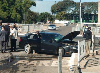 Comboio presidencial se envolve em acidente na frente do Palácio do Planalto