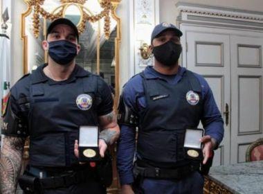 Guardas humilhados por desembargador são homenageados com medalha