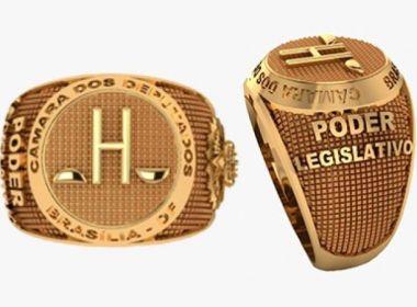 Candidato à presidência da Câmara distribui anel banhado a ouro a colegas