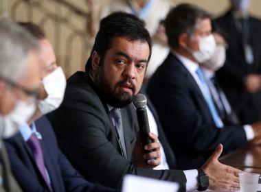 Governador interino do RJ recebe ligação de Flávio Bolsonaro e comemora 'diálogo'