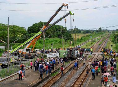 Vinte pessoas morrem em choque de trem com ônibus que ia para templo budista na Tailândia