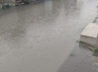 Vídeos mostram em alagamentos em bairros de Salvador e Lauro em manhã de chuva; veja