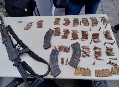 Traficantes fogem da PM e abandonam fuzil russo AK47 no bairro de Valéria