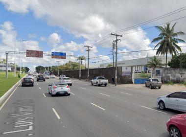 Acidente entre carro e van deixa duas vítimas na entrada de Mussurunga